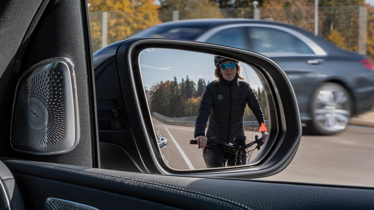 Mercedes-Benz-Blind-Spot-Monitoring-System